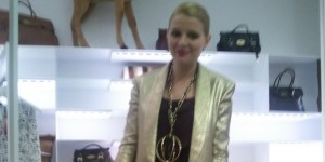 Luisaviaroma apre il suo store a 40 fashion blogger internazionali, che per l'occasione vengono truccati dal team AVEDA