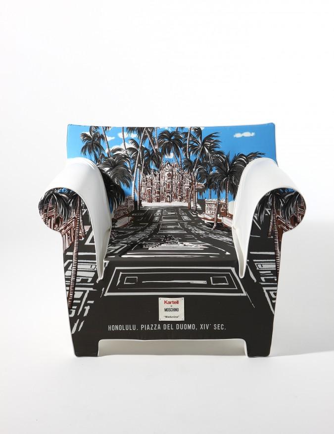 Moschino reinterpreta Kartell per l'iniziativa Kartell loves Milano