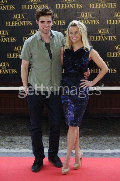 """A Barcellona per il tour promozionale del film Water for elephants, l'attrice statunitense Reese Witherspoon ha indossato la scarpa """"Vita"""" della collezione Choo 24:7 by Jimmy Choo"""