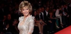 """Jane Fonda alla sfilata """"Fashion for Relief"""" indossa decollèté """"Isabel"""" della collezione Choo 24 7 di Jimmy Choo"""