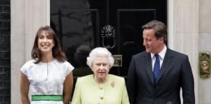 La first lady Samantha Cameron, la regine Elisabetta e il primo ministro inglese a Downing Street