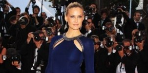 "La top model Bar Refaeli indossa il modello ""Louisa"" by Jimmy Choo in occasione della première del film ""The Breaver"" al Festival di Cannes"