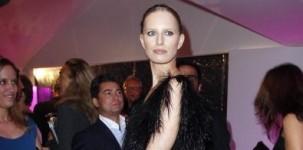 "Karolina Kurkova a Cannes indossa il modello ""Emily"" firmato Jimmy Choo"