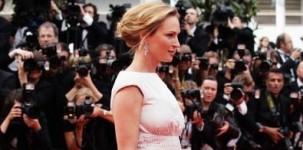 """L'attrice Uma Thurman, membro della giuria al Festival di Cannes, indossa il modello """"Fiona"""" della collezione Jimmy Choo 24/7"""