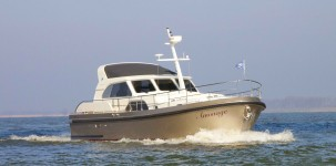 Range Cruiser 430 Sedan Variotop by Linssen Yacht