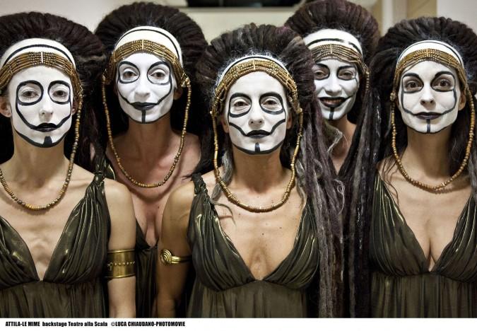 Teatro alla Scala: va in scena Attila. In queste foto, le mime truccate da Shiseido
