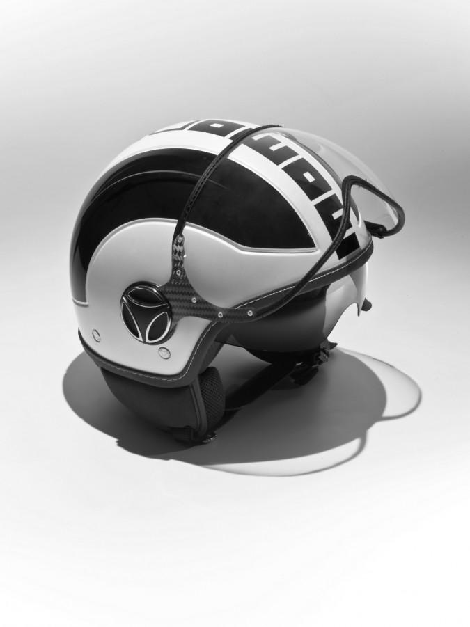 MOMODESIGN firma il casco AVIO in bianco e quarzo nero (aperto)