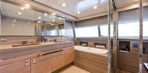 Mega yacht Navetta 33 Crescendo by Gruppo Ferretti: bagno padronale