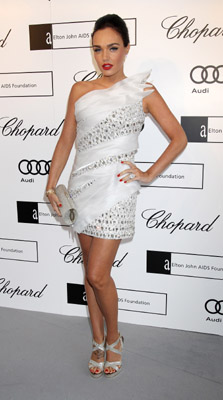 Tamara Ecclestone indossa la scarpa Vamp by Jimmy Choo in occasione del White Tie and Tiara Ball organizzato da Elton John
