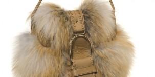 Borsa tracolla Leah in volpe bionda con maxi fibbia della Collezione autunno/inverno 2011-12 di Jimmy Choo