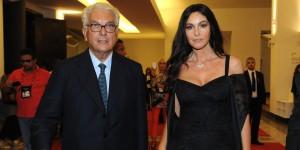 Monica Bellucci e Paolo Baratta sul red carpet della Mostra del Cinema di Venezia (foto ASAC)