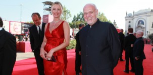 Anna Falchi e Marco Mueller sul red carpet della Mostra del Cinema di Venezia (foto ASAC)