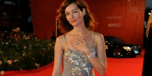 Cristiana Capotondi sul red carpet della Mostra del Cinema di Venezia (foto ASAC)
