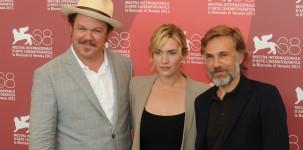 """Kate Winslet con il cast del film """"Carnage"""" alla Mostra del Cinema di Venezia (foto ASAC)"""
