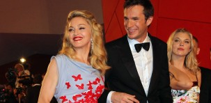 "Madonna sul red carpet con due degli attori del cast del film ""W.E."": James D'Arcy e Abbie Cornish (foto ASAC)"